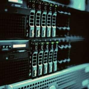 Ripensare l'IT ai tempi del Coronavirus. L'immagine introduce il concetto rappresentando il dettaglio di una server farm.